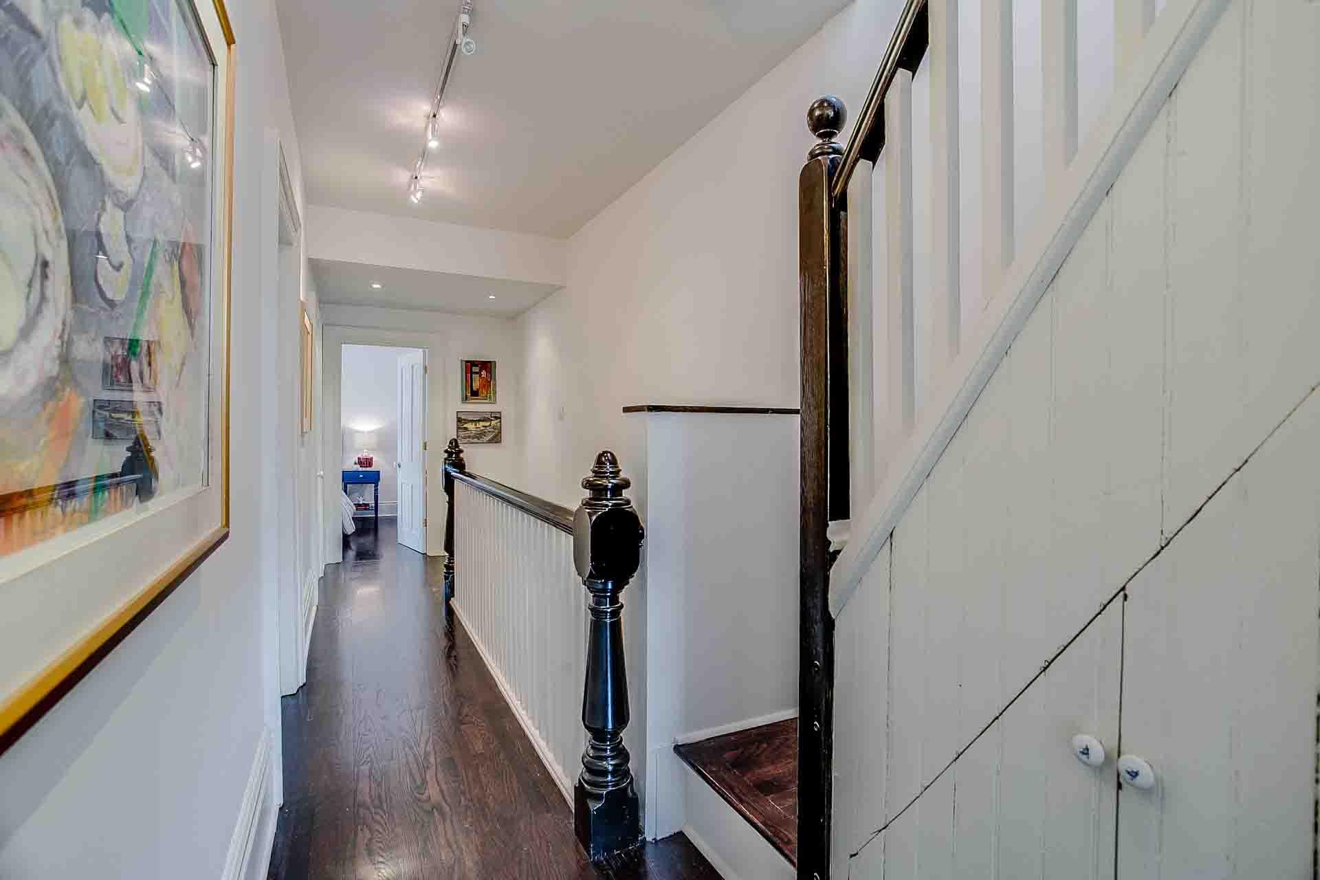 25_upper_hallway_2