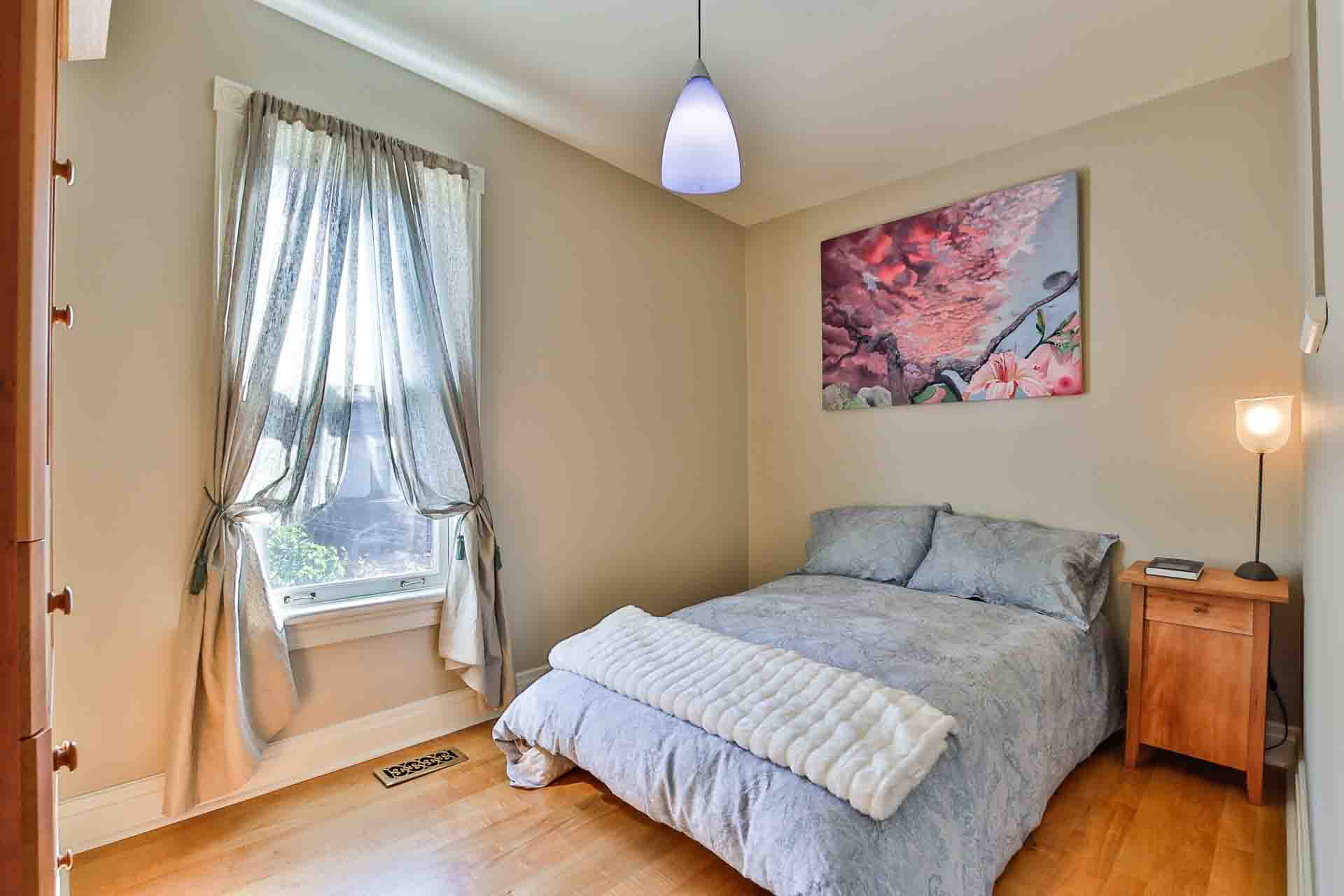 32_secondbedroom