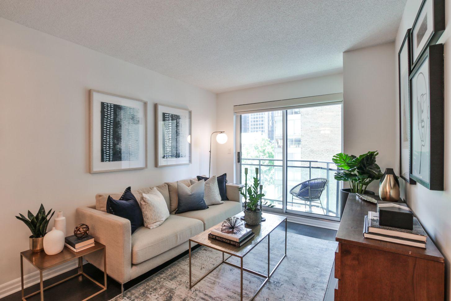 11_Living Room